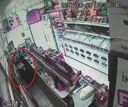 NECİP FAZIL KISAKÜREK - Güngören'de Güpegündüz Kuruyemiş Dükkânı Soygunu Kameralara Yansıdı