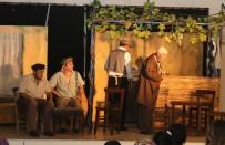 TİYATRO OYUNU - İlk Kez Tiyatro İzleyen Köylü Kadın Gözyaşlarına Hakim Olmadı