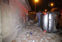 AHMET YıLMAZ - Kaçırdıkları Otomobille Kaza Yaptılar Açıklaması 2 Yaralı