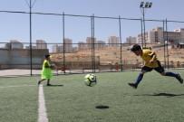 KİTAP OKUMA - Mardin'de Spor Kurslarına Yoğun İlgi