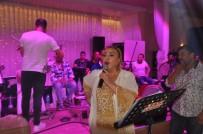 BÜLENT TURAN - Mine Koşan Biga'da Düğünde Sahne Aldı