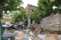 ALİ ŞAHİN - Niğde Belediyesi Yaşlı Çiftin Evini Yeniledi