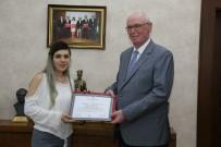 BELEDIYE İŞ - Odunpazarı'nda İşçinin Başarılı Çocuğuna Ödül Verildi