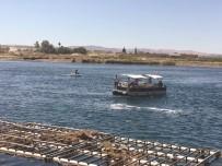 KELAYNAK - Serinlemek İsteyen 3  Suriyeli Fırat Nehri'nde Kayboldu