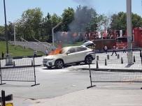 SÖNDÜRME TÜPÜ - Taksim'de Panik Anları Açıklaması Lüks Cip Alev Alev Yandı