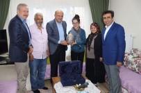 PORTRE - Bakan Işık, Cumhurbaşkanı Erdoğan'ın Karakalem Portresini Çizen Gülşah'a Misafir Oldu