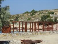 BELEDİYE ENCÜMENİ - Çeşme'deki Beach Clupa Yıkım Kararı