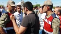 VEDAT YıLMAZ - Kavşak İsteyen Vatandaşlar Yolu Trafiğe Kapattı