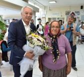 RAMAZAN AKYÜREK - Üniversiteliler Para Kazandı, Yaşlılar Hediyelerle Sevindi