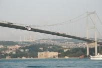 EUROLEAGUE - Beşiktaş'ın Bayrağı Köprüye Asıldı