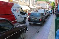 FOTOĞRAFÇILIK - Bozkurt'ta İşyerlerinin Önüne Duba Koyan İşletmelere Trafik Cezası