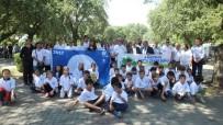 Burhaniye'de Çevre Gününde Öğrenciler Plaj Temizledi