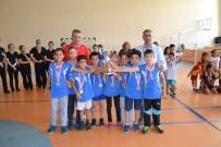 KİREMİTHANE - Emine Türkan İkiz İlkokulu Badmintonda Şampiyon Oldu