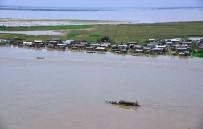 FERİBOT SEFERLERİ - Hindistan'da Assam'ı Vuran Selden 13 Bin Kişi Etkilendi