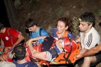 MEDİKAL KURTARMA - Kayalıklara Düşen Tatilci 8 Saatte Kurtarıldı