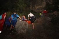 MEDİKAL KURTARMA - Kayalıklara Düşen Tatilciyi UMKE 8 Saatte Kurtardı