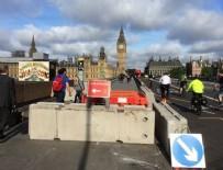 İNGILIZLER - Londra Köprüsü'nde barikat kuruldu