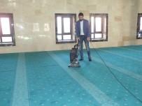 NANO - Malazgirt'te Cami Temizliği İçin Elektrik Süpürgesi