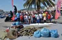 GARNIZON KOMUTANLıĞı - Foça Kıyılarında Askeri Birliklerin Katılımıyla Çevre Temizliği