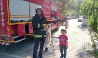 ORDUZU - İtfaiye Ekipleri Küçük Çocuğun İhbarı Üzerine Ağaçtaki Kediyi Kurtardı