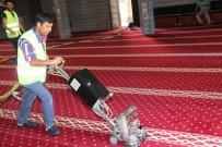 TEMİZLİK ARACI - Kayapınar'daki Camilerde Temizlik Sürüyor