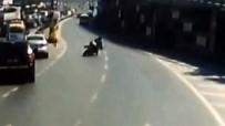 TOPKAPı - Merter'de Yola Savrulan Motosikletli Kamerada