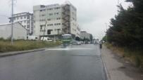 MAHSUNI ŞERIF - Yola Yağ Döküldü, Araçlar Mahsur Kaldı