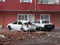 Yozgat'ta Şiddetli Rüzgar Bir Binanın Çatısını Uçurdu