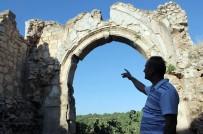 ERMENILER - 900 Yıllık Manastırdan Geriye Birkaç Duvar Kaldı