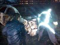 İTFAİYECİLER - Aracı Ateşe Verildi, Yanmış Cesedi 2 Kilometre Ötede Bulundu