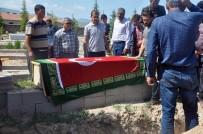 AİLE HEKİMİ - Hakkari'de Evinde Ölü Bulunan Doktor Konya'da Toprağa Verildi