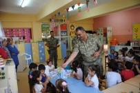 Jandarma Ana Sınıfı Öğrencilerine Boyama Kitabı Dağıttı