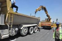İŞ KAZASI - Beton bariyerin altında eziliyordu