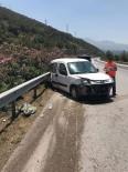 PAYAS - Payas'ta Otomobil Bariyerlere Çarptı; 5 Yaralı