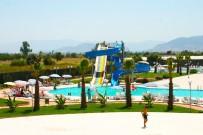 SERVİS ARACI - Torbalı'daki Yüzme Havuzunda Yeni Sezon Açıldı