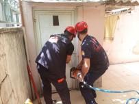 Tuvalette Mahsur Kalan Çocuğu İtfaiye Kurtardı