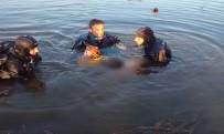BOĞULMA TEHLİKESİ - Arkadaşlarını Kurtarmak İsterken Boğuldular