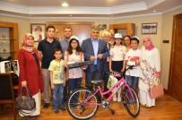 KITAP FUARı - Başkan Özgüven, Kitap Okuma Yarışmasında Dereceye Girenleri Ödüllendirdi