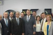 Fenerbahçeli İş Adamlarından Ortaokula Kütüphane Desteği