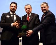 ÖZEL OKULLAR - İş Adamı Samut, Cumhurbaşkanı Erdoğan'dan Plaket Aldı