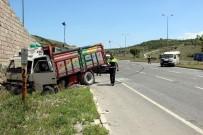 MIMARSINAN - Kamyonet İle Minibüs Çarpıştı Açıklaması 6 Yaralı