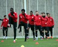 YEDEK KALECİ - Samsunspor'da 16 Oyuncu Serbest Kaldı