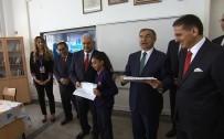 İLKOKUL ÖĞRETMENİ - Başbakan Yıldırım Öğrencilere Karnelerini Dağıttı