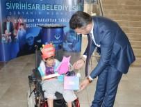 MAVİ KAPAK - Bedensel Engelli Rabia Karnesini Hamid Başkandan Aldı