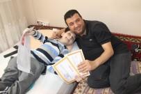 CAM KEMİK HASTASI - Cam Kemik Hastası Mehmet'in Karne Sevinci