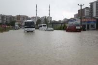 İŞÇİ SERVİSİ - Çerkezköy'de Yollar Göle Döndü