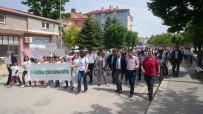 ÇEVRE TEMİZLİĞİ - Çevre Haftasına Yürüyüş Yaparak Ve Çöp Toplayarak Dikkat Çektiler