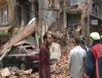 ÇÖKME TEHLİKESİ - İstanbul Fatih'te bina çöktü
