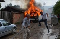 YOLCU MİNİBÜSÜ - İtfaiyeler Yanan Araca Müdahale Ederken Tüp Patladı