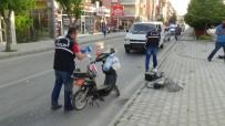 PİRİ REİS - Minibüs Elektrikli Bisiklete Çarptı Açıklaması 1 Yaralı